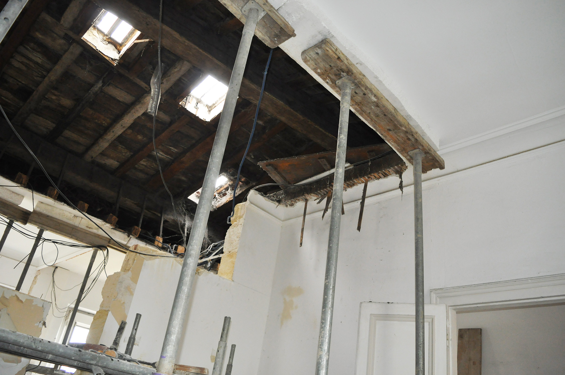 Une mezzanine suspendue eponyme architecture for Architecture suspendue